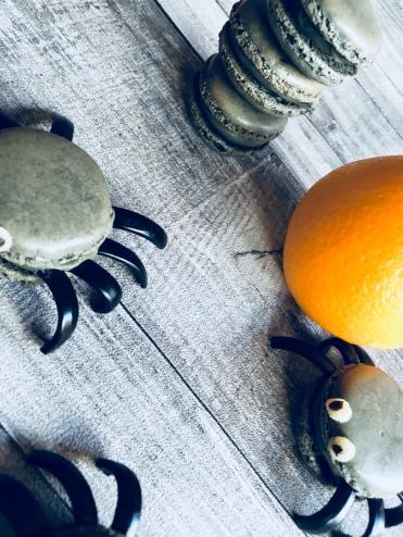 Macarons araignées à la réglisse