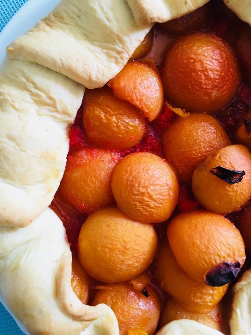 Tarte aux abricots et brisures de macarons.jpg