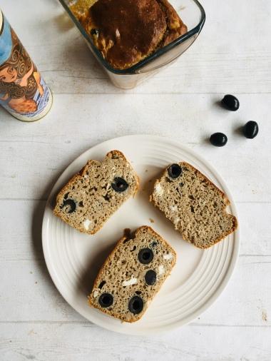 Pain apéritif féta et olives 2